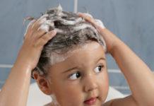 Kid shampooing