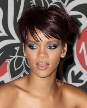 Pixie cut short hair - Rihanna